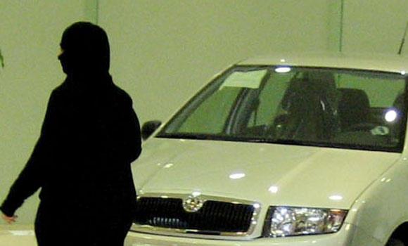 SAUDI-women-car